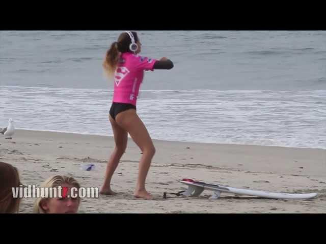 Anastasia Ashley's Pre-Surf Warmup