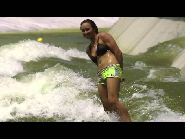 Hurley Girls at Wavegarden