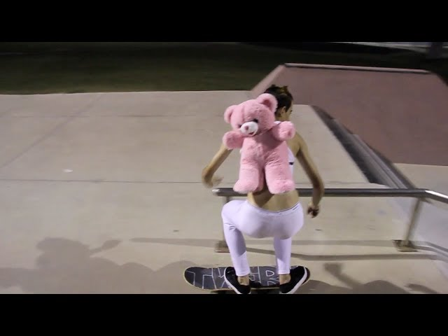 Myley Cyrus Skateboarding