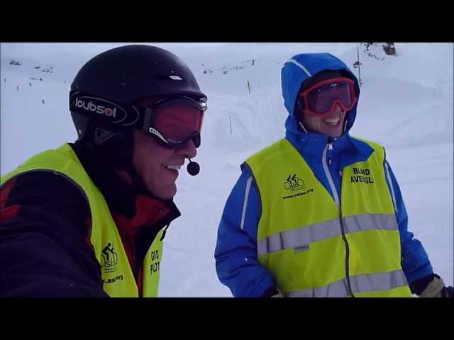 BLIND SKIER GO SPEED WITH IS BUDDY PILOTE