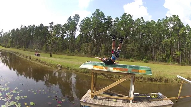 Wakeboarder Eats sh*t, INSANE slider crash fail