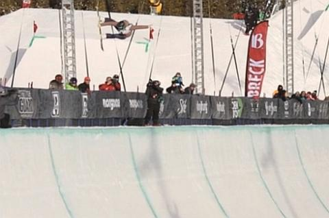 Torah Bright Winning Halfpipe Run at 2013 Dew Tour