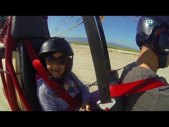Paratrike Daddy and Girl are flying